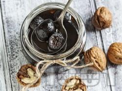 Сладко от зелени орехчета с гасена вар - снимка на рецептата